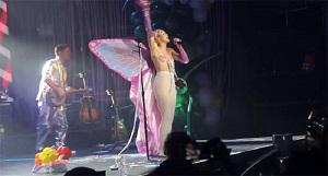 Miley Cyrus se lâche sur scène