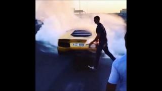 Une Lamborghini totalement carbonisée (Dubaï)
